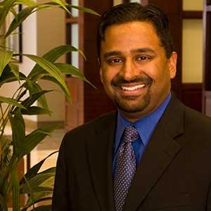 Sajit Pullarkat, director ejecutivo de Centennial Hills Hospital